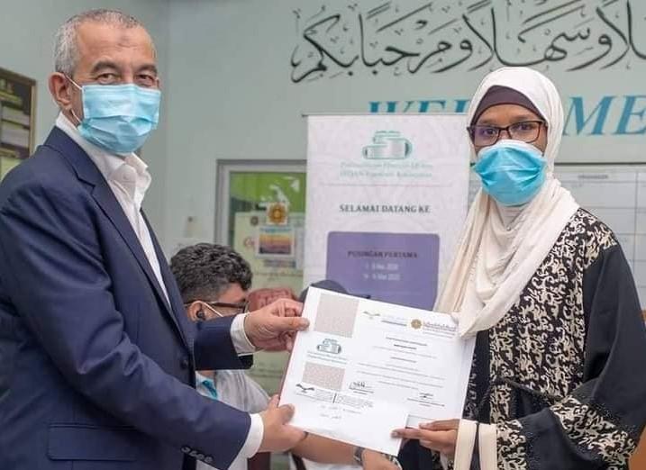 Malaisie  la Guinéenne Laouratou Diallo remporte le concours de mémorisation du saint Coran(guineenews.org)