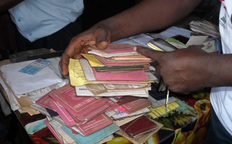 Documents abandonnés à la police  de rebut aujourd'hui, ils pourraient bien s'avérer trésor demain(guineenews.org)