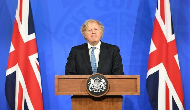 (Réseau international)Boris Johnson : les Anglais seront dorénavant soignés avec des médocs… parce que les vaccins ne protègent pas.