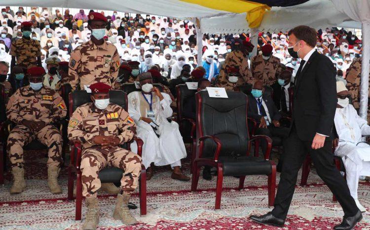 (monde.fr)Emmanuel Macron au Tchad pour assister aux funérailles d'Idriss Déby.