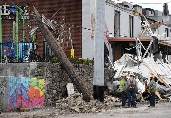 (Forbes.fr)Au moins 6 morts, des milliers de personnes privées d'électricité après une série de violentes tornades dans le sud des États-Unis.