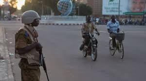 (rfi.fr)Au Burkina Faso, les corps des trois Occidentaux abattus par des hommes armés dans la région de l'Est ont été transférés ce mardi à Ouagadougou.