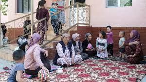 (rfi.fr)Le Kirghizistan et le Tadjikistan s'affrontent le long de leurs frontières, plusieurs morts.