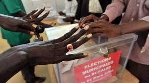 (rfi.fr)Sénégal: la Cour de justice de la Cédéao ordonne la fin du système de parrainage électoral.