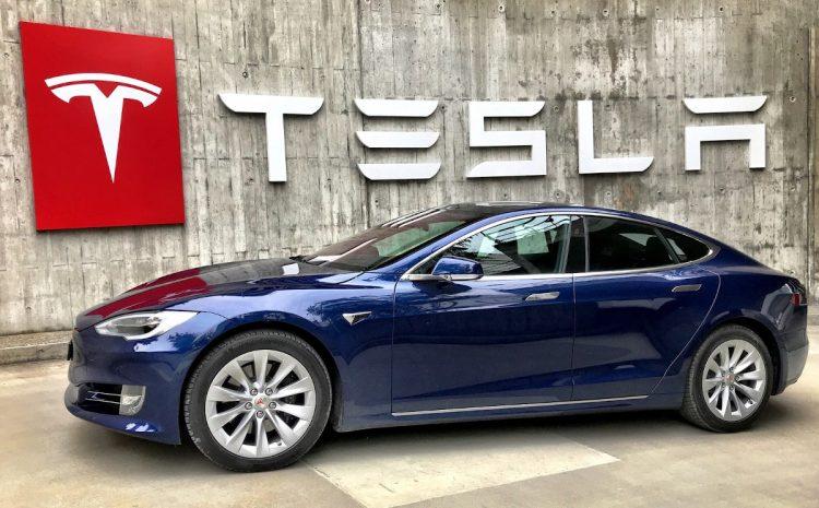 (Phonandroid.com)Il crashe sa Tesla Model S à 160 kmh et survit par miracle
