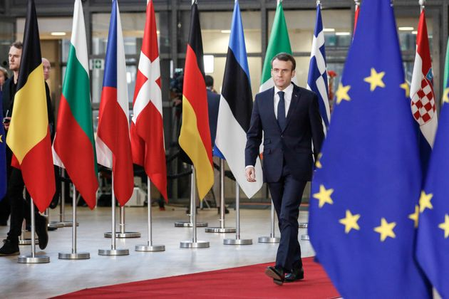 À Porto, Emmanuel Macron reprend son bâton de pèlerin d'une Europe sociale en panne sèche