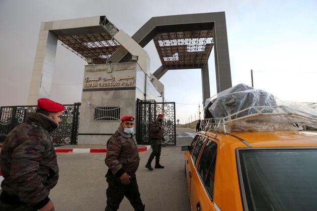 (HuffPost)L'Égypte ouvre sa frontière avec Gaza pour évacuer des blessés vers ses hôpitaux