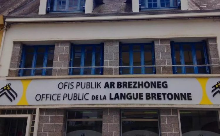 (rfi)France: des manifestations pour défendre l'apprentissage des langues régionales