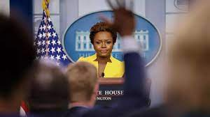 (rfi.fr)Karine Jean-Pierre s'installe au prestigieux pupitre de la Maison Blanche.