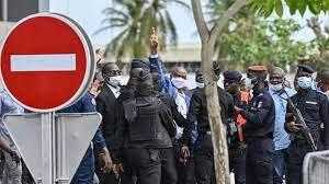 (rfi.fr)Côte d'Ivoire: six cadres du FPI accueillis par leurs partisans à leur retour du Ghana.