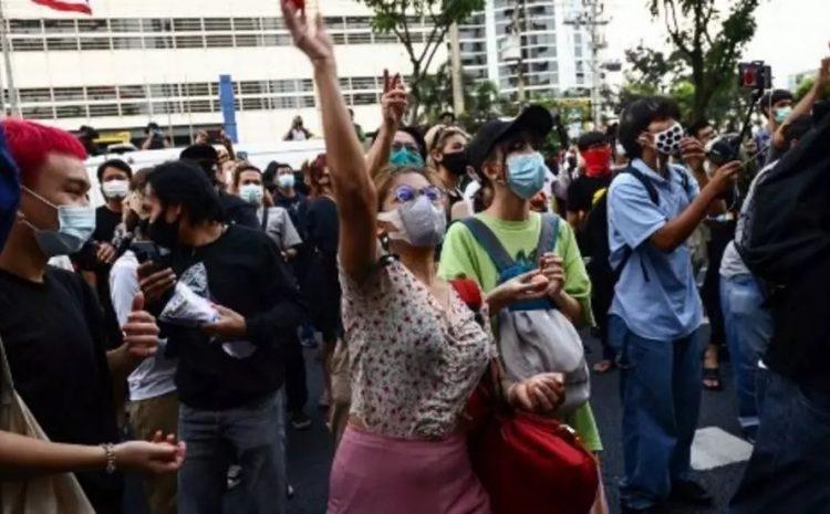 (RFI)Thaïlande: «Quittons le pays» ou quand les jeunes préfèrent partir face aux dérives de l'État