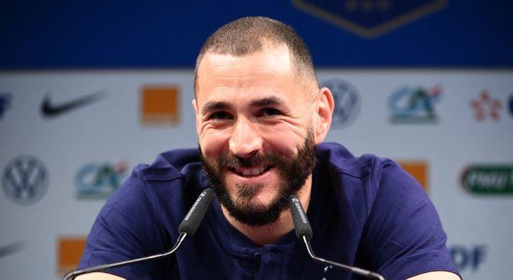 """(le  moov)Karim Benzema en conférence de presse : """"bonne fête maman, je t'aime"""""""