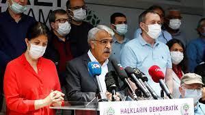 (rfi.fr)Turquie: la justice ouvre la voie à une interdiction du parti pro-kurde HDP.