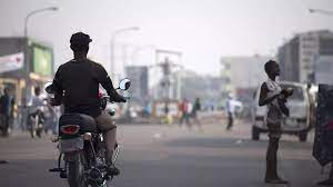 (rfi.fr)À Kinshasa, les commerces durement touchés par les mesures anti-Covid-19.