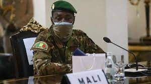 (rfi.fr)Mali: Assimi Goïta a reçu une délégation de la CMA en présence de Choguel Maïga.