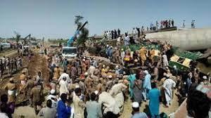 (rfi.fr)Pakistan: des dizaines de morts dans un accident ferroviaire.