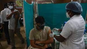 (rfi.fr)Covid-19: l'Inde rend finalement la vaccination gratuite pour tous les adultes.