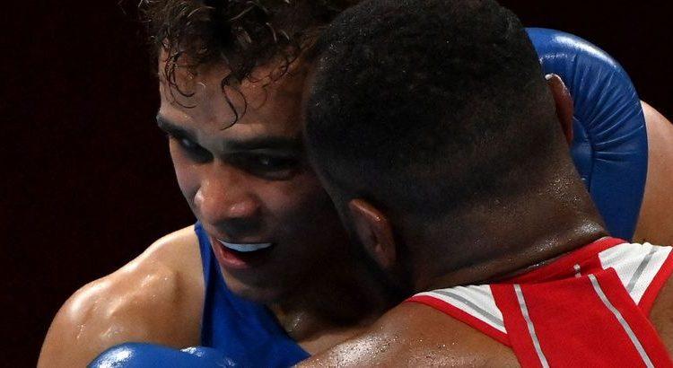 (le moov)JO de Tokyo : un boxeur se prend pour Mike Tyson en tentant de mordre son adversaire