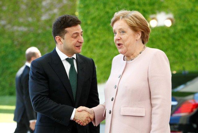 (observateurcontinental)La visite d'adieu de Merkel à Kiev