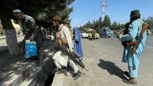 (rfi.fr)Attentat de Kaboul: l'EI-K, ennemi juré des talibans qui pourraient avoir besoin des Occidentaux.