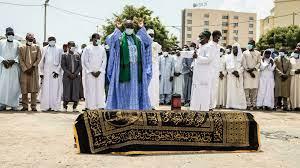 (rfi.fr)La dépouille de l'ex-président tchadien Hissène Habré mise en terre à Dakar.
