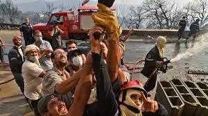 (rfi.fr)Algérie: face aux feux de forêt qui ravagent la Kabylie, la population se mobilise.