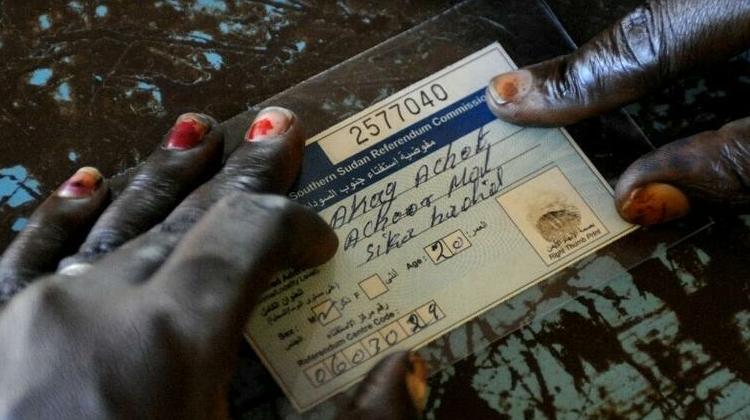 (rfi.fr)Une carte d'identité numérique universelle contre l'exclusion sociale en Afrique ?