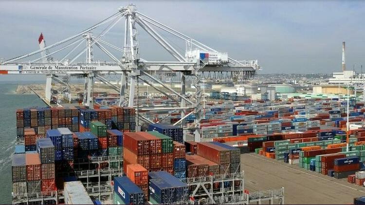 (rfi.fr)Le géant du fret maritime CMA CGM gèle ses tarifs face à l'explosion du prix des conteneurs