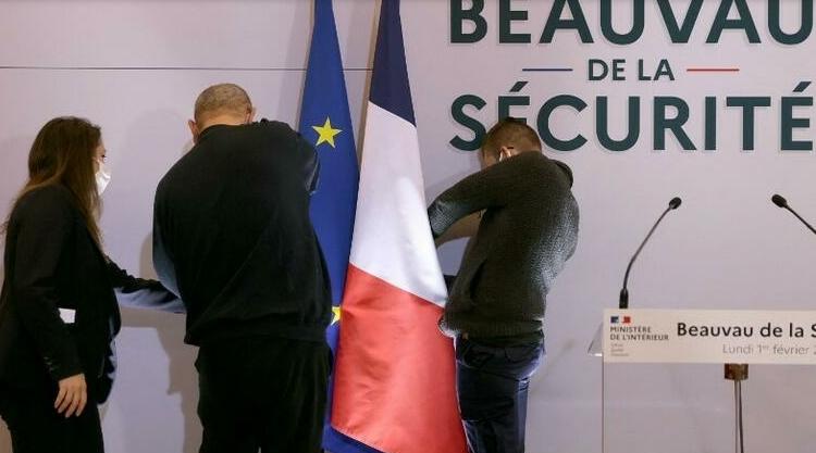 (rfi.fr)Beauvau de la sécurité: Macron critiqué à droite comme à gauche