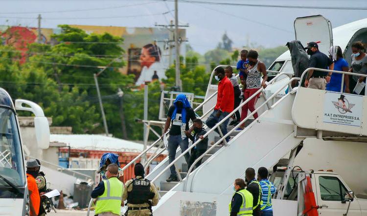 (rfi.fr)L'administration Biden accélère l'expulsion de milliers de migrants du Texas vers Haïti