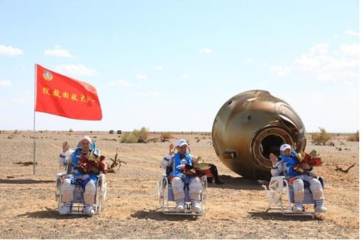 (Guineenews.org)Le retour sur Terre réussi des astronautes chinois, exploit rendu possible par les efforts acharnés