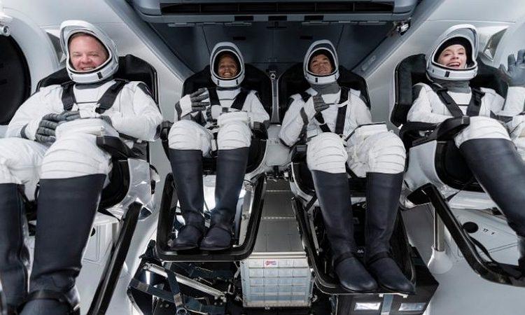 (phonandroid.com)SpaceX : décollage réussi pour son premier vol touristique avec 4 passagers