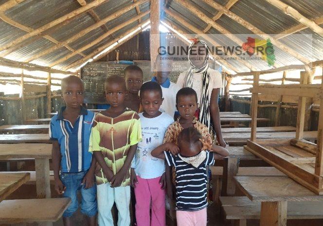 (Guineenews.org)Soya-Mamou : un hangar fait office d'école pour les enfants de 7 districts