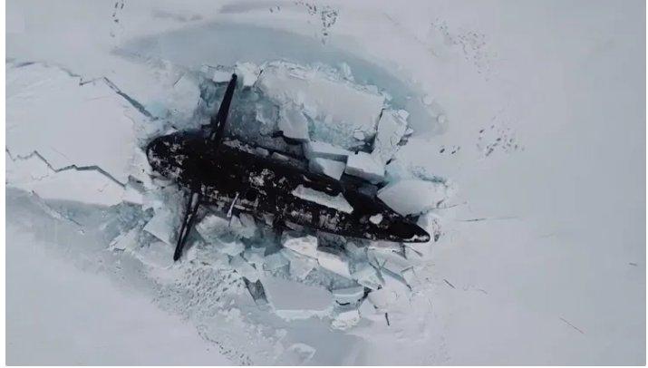 (Reseauinternational)3 sous-marins nucléaires russes traversent la banquise arctique et font surface simultanément
