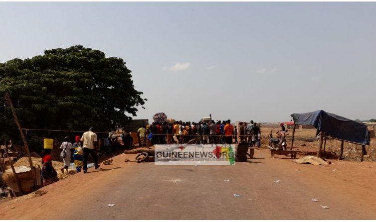 (Guineenews.org)Siguiri Plusieurs artères de la commune urbaine barricadées par des jeunes en colère