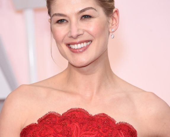 (Allociné,top stars de tous le temps)ROSAMUND  MARY  ELLEN PIKE  ACTRICE,PRODUCTEUR DELEGUE,PRODUCTRICE