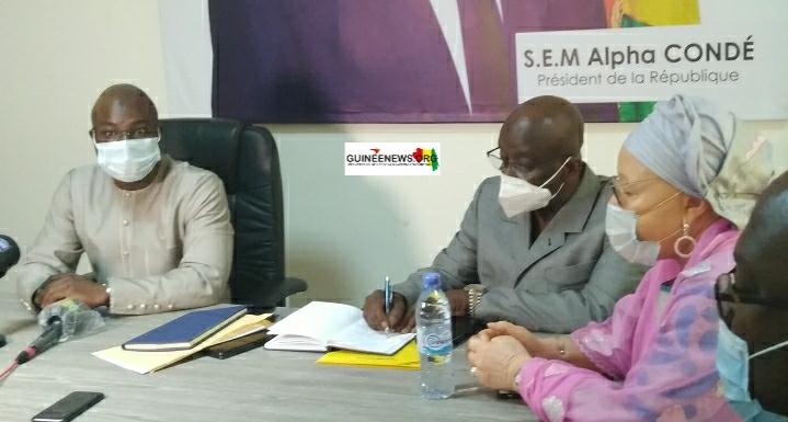 Impôts  la direction nationale signe un contrat de performance avec ses services opérationnels (guineenews.org)