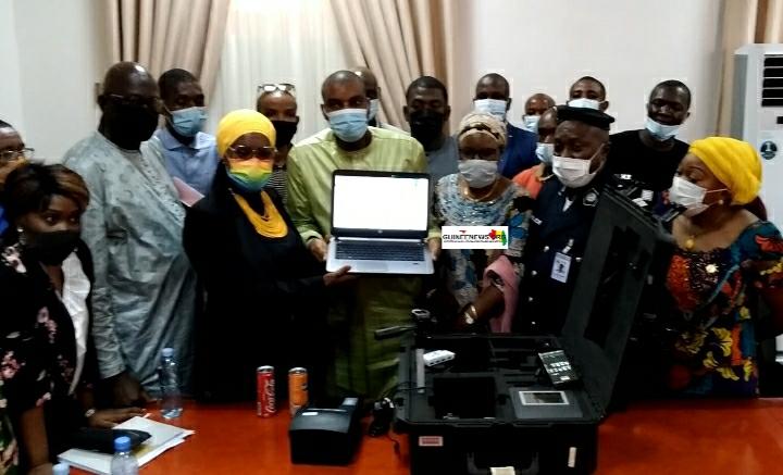 (Guineenews.org)Délivrance des passeports dans les Ambassades  réception à Conakry des kits d'enrôlement(guineenews.org)