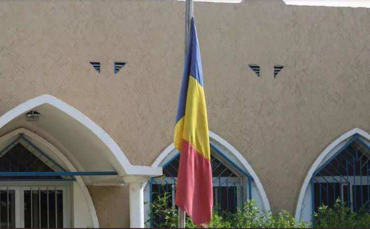 (rfi.fr)Tchad la charte qui dessine la transition consacre les pleins pouvoirs pour le fils d'Idriss Déby