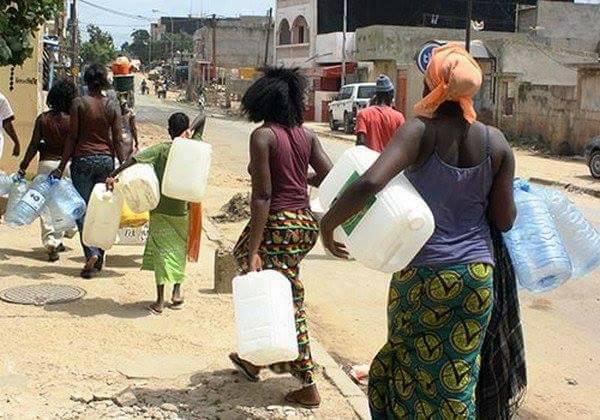 (Guineenews.org)Ramadan sur terrain de coronavirus : la complainte des femmes qui cherchent de l'eau