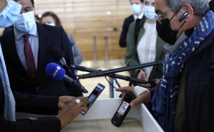 (monde.fr)Du passeport vaccinal au certificat vert européen, comment la France a adopté le passe sanitaire.