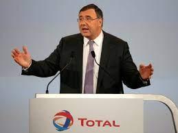 (monde.fr)Patrick Pouyanné, le PDG de Total, visé par une plainte pour prise illégale d'intérêts.