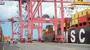 (rfi.fr)Canada: les dockers du port de Montréal en grève illimitée.
