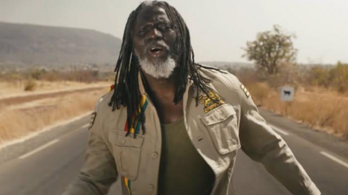 (Reggae.fr)Tiken Jah Fakoly exhorte la jeunesse de rester en Afrique