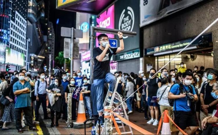 (rfi.fr) Hong Kong: dix mois de prison pour Joshua Wong après une veillée de Tiananmen interdite