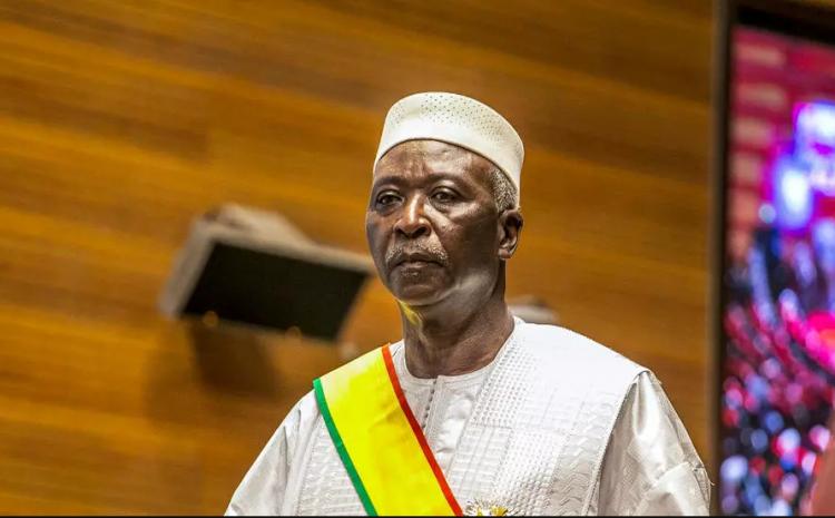 (rfi.fr) Mali : le président de la transition Bah N'Daw reçoit les responsables du M5