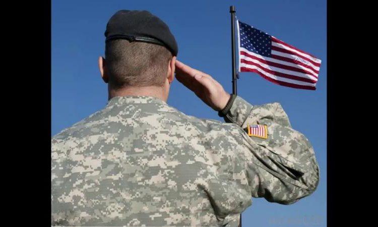 (observateur continental) Les généraux à la retraite et les amiraux des Etats-Unis prennent un exemple des généraux français
