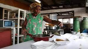 (rfi.fr)Au Gabon, un numéro vert pour venir en aide aux femmes violentées.