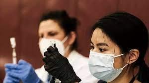 (rfi.fr)Covid-19: aux États-Unis, les autorités s'inquiètent de voir la deuxième dose de vaccin boudée.
