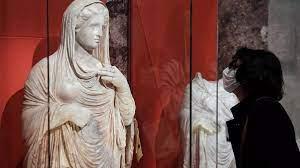 (rfi.fr)«Trafic d'antiquités»: une exposition au Musée du Louvre.